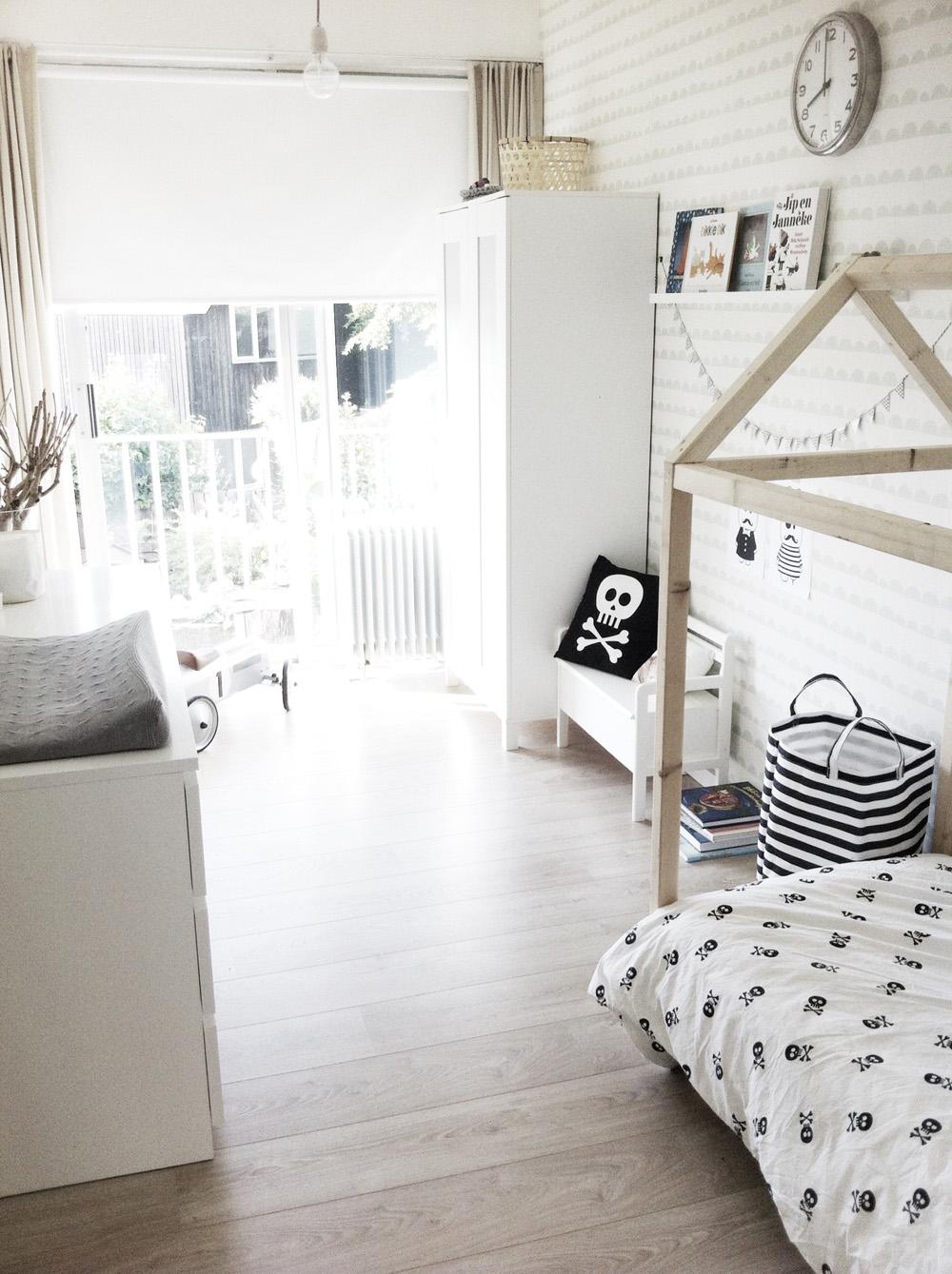 Binnenkijken bij joost zwart wit en hout thuis lievekeet - Zwart meisjes kamer en witte ...